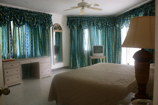 Beachcomber Club:                   Bedroom