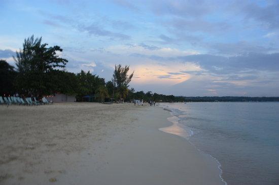 Beachcomber Club:                   Beach