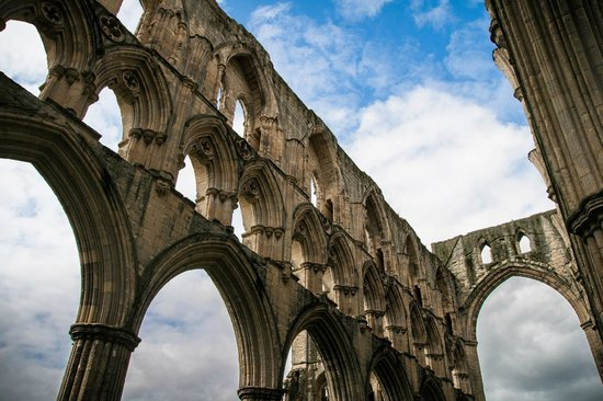 Rievaulx Abbey:                   Lovely ruins