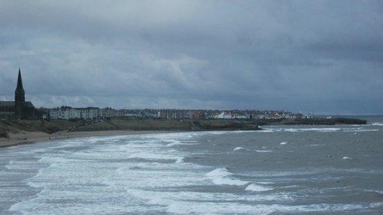 Long Sands Beach : Tynemouth long sands towards Cullercoats