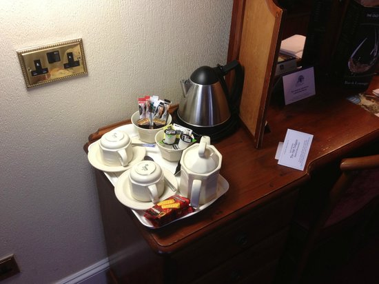 Best Western Plus Old Tollgate Hotel:                   Ample tea/coffee facilities & biscuits