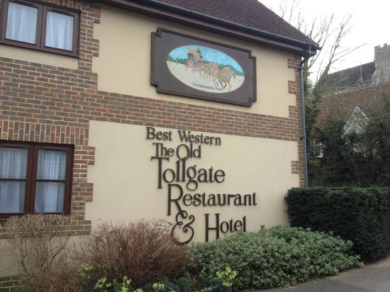 Best Western Plus Old Tollgate Hotel:                   Hotel building by entrance