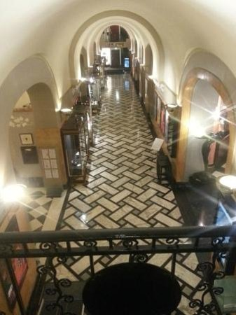 Hôtel Lutetia:                   Hall                 