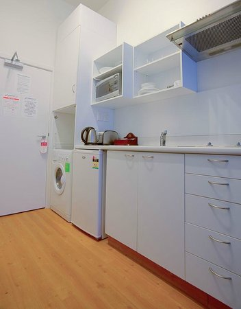 Gilmer Apartment Hotel: Studio Deluxe Kitchenette *W/D only available in Studio Deluxe Apartments