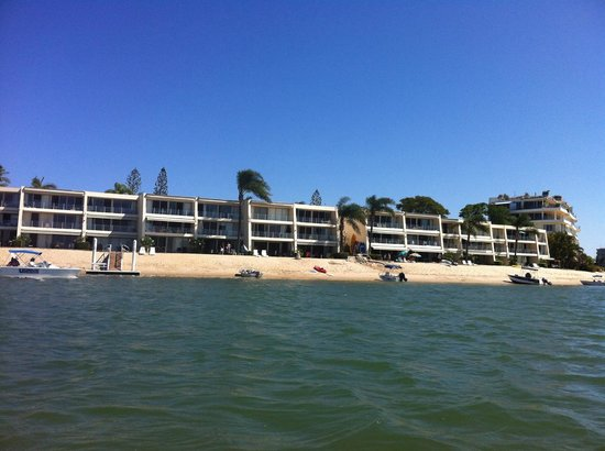 Noosa Harbour Resort:                   Beach front of hotel - so beautiful