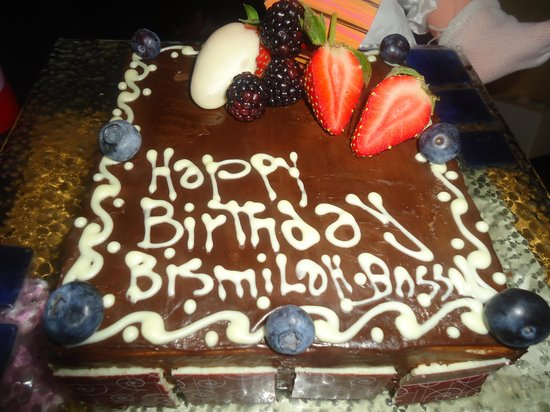 Four Seasons Hotel Cairo at Nile Plaza:                   lovely birthday cake