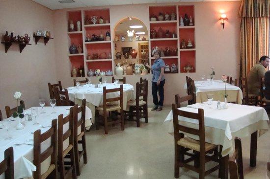 Hostal Castellote:                   comedor acogedor