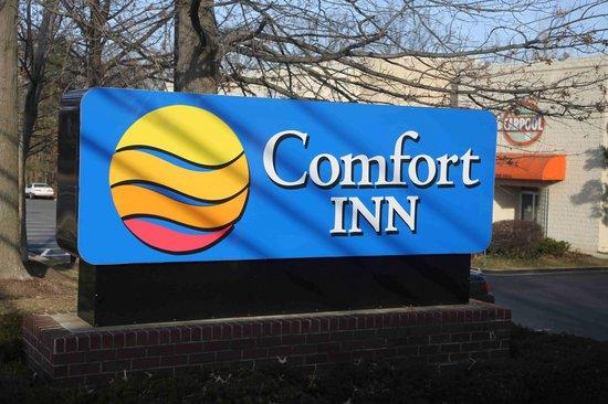 Comfort Inn Dulles International Airport: Dulles Comfort Inn Sign - Herndon Virginia