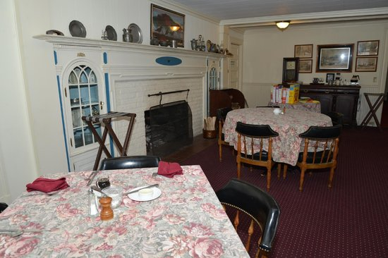 Windflower Inn:                   Windflower, Inn dining room - Great Barrington, MA