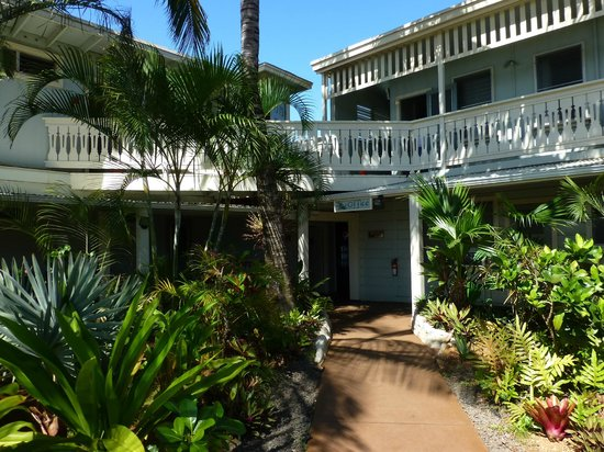 Kauai Palms Hotel Front Walkway Into The