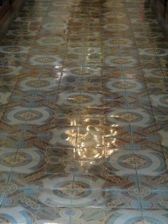 Metropolitan Church (Catedral Metropolitana):                   reflexo do lustre da catedral no seu piso de ladrilho hidráulico