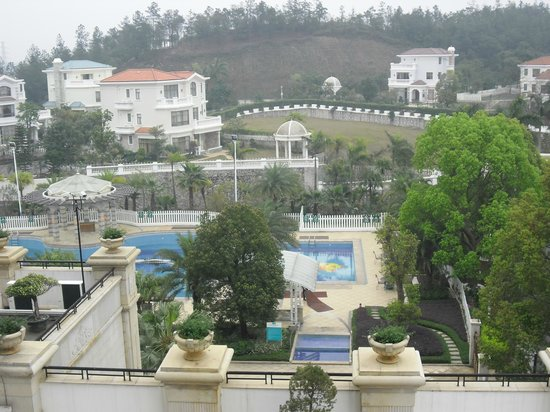 Country Garden Phoenix Hotel Taishan : Pool Area of the Hotel Phoenix