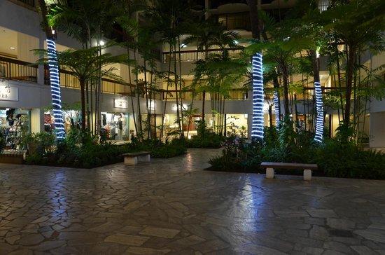 Waikiki Beach Marriott Resort & Spa:                   hotel grounds