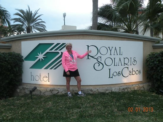 Royal Solaris Los Cabos:                   Front entrance sign, guard nearby monitoring who comes in/out