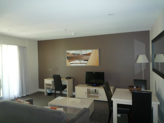 Oaks Plaza Pier Apartment Hotel: Living Area