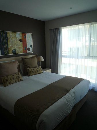 Oaks Plaza Pier Apartment Hotel: Bed