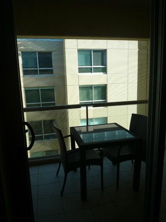 Oaks Plaza Pier Apartment Hotel: View & Out Door Table