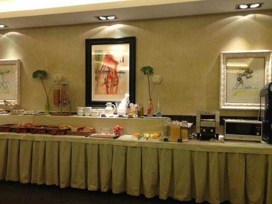 Hotel Duran: Bufé desayuno