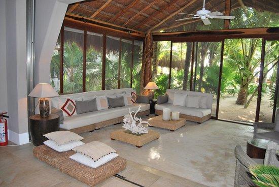 Hotel Jashita:                   Lounge area