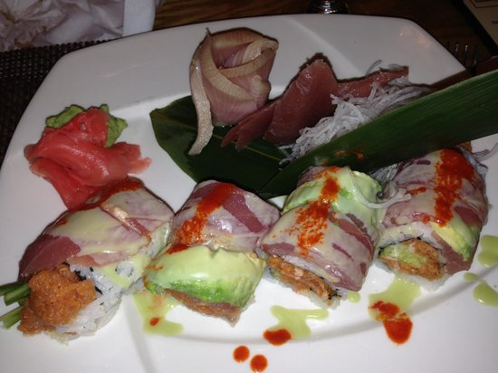 House of Hunan by Suen: A tuna specialty roll and sashimi