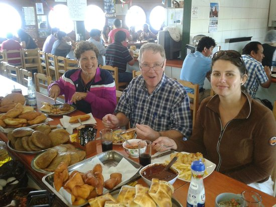 Cultura Cercana Tours: Eating lunch in Dalcahue, Chile