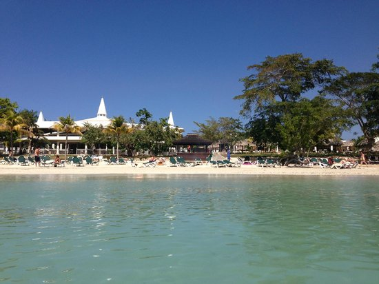 ClubHotel Riu Negril:                                                       I'm standing in the water looking up towar