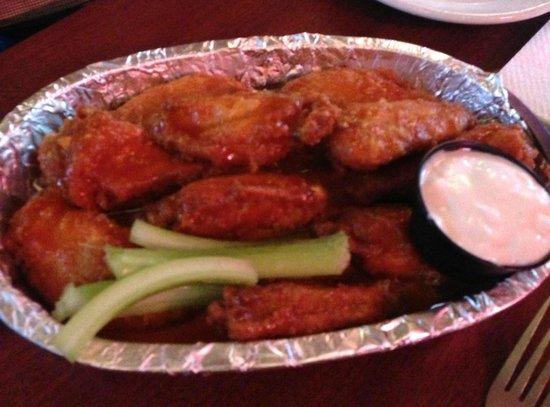 C-View Inn: Hot wings