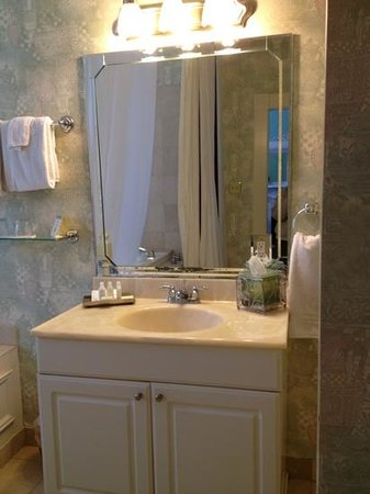 Foley House Inn:                   nice Aveda amenities