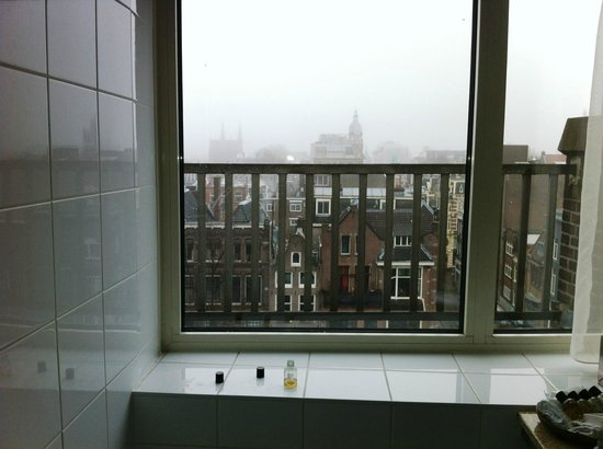 Dikker & Thijs Fenice Hotel: VIEW FROM THE BATHROOM