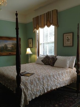Foley House Inn:                   king size bed - very comfortable