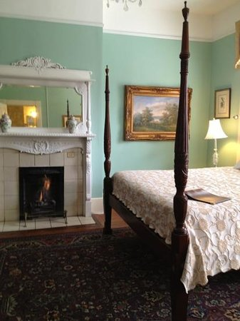 Foley House Inn:                   fireplace/bed