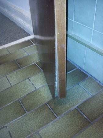 Notting Hill Hotel:                   bathroom doors