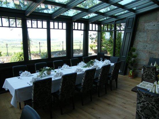 Hotel Burg Colmberg: dining room