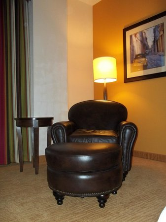 Hilton Garden Inn Phoenix Airport North:                   Nice furnishings too