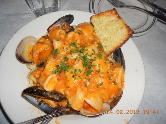 Sodini's: Seafood Linguini ... awesome!!