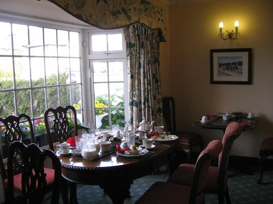 Marless House Bed & Breakfast: Breakfast set up in dining room