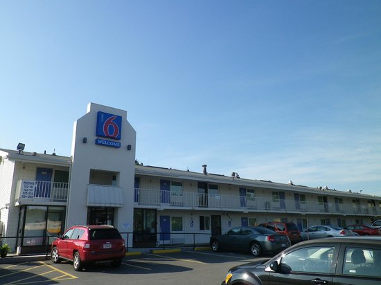 Motel 6 Boston South - Braintree: Entrata e parcheggio