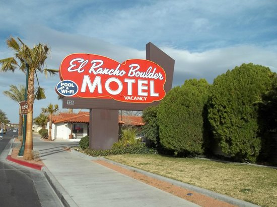 El Rancho Boulder Motel : cool retro sign