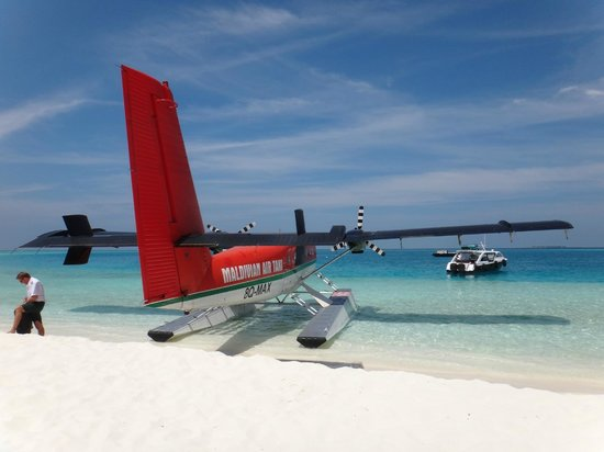 PER AQUUM Huvafen Fushi: Arrival at Resort by Float Plane