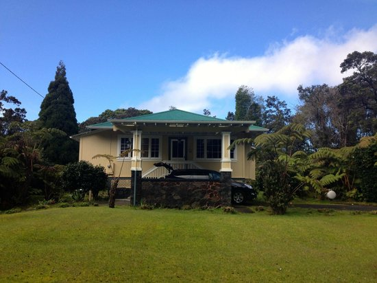 Kilauea Lodge:                   Ola'a Plantation House
