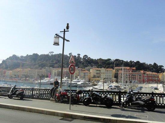 La Vigna : La vue de la terrasse sur le port de Nice