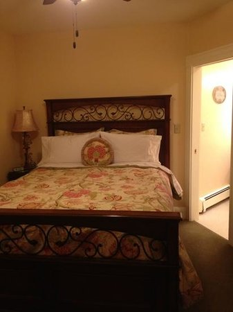 Noble House Inn:                   my room