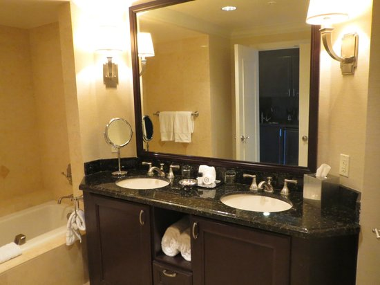 The Atlantic Hotel & Spa: Bathroon