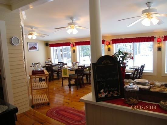 Noble House Inn:                   dining room