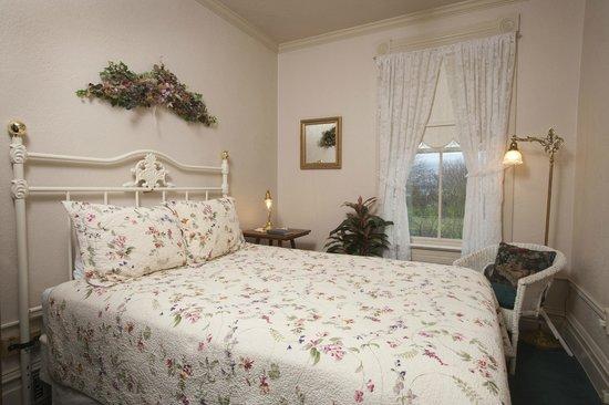 Bishop Victorian Hotel: Suite 24 Bedroom