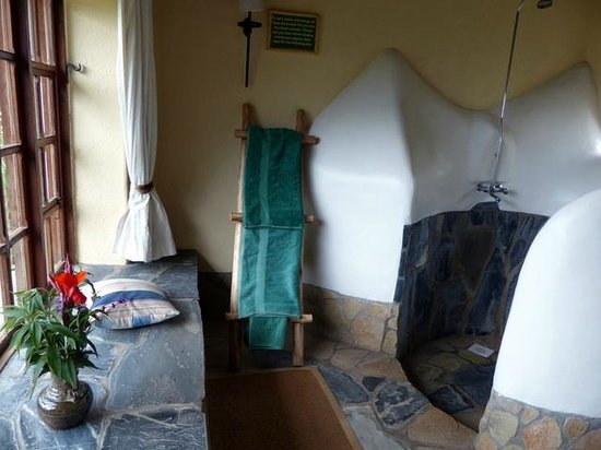 Virunga Lodge: Bathroom