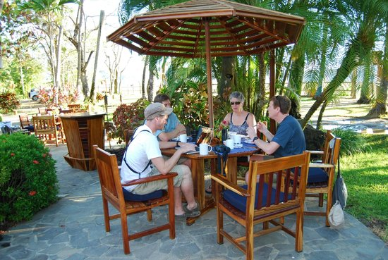 Tambor Tropical Beach Resort:                                                       Breakfast, pool side dining