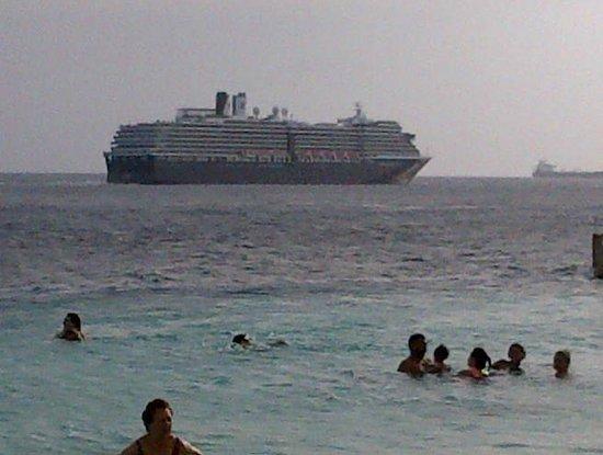 Renaissance Curacao Resort & Casino:                   zarpe del crucero desde la playa