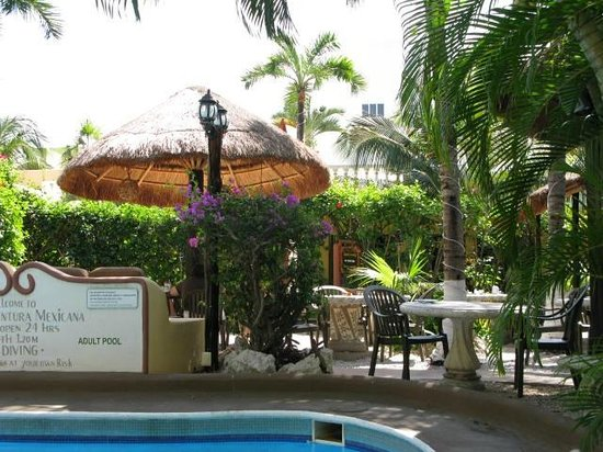 Hotel Aventura Mexicana:                   The outdoor area of the Mayan Bistro