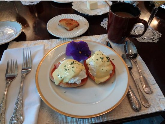 Historic Oak Hill Inn:                   Breakfast